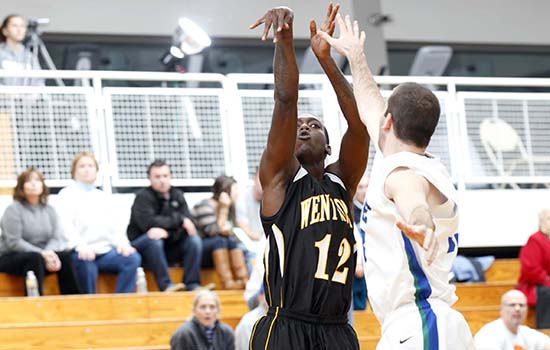 Men's Basketball Rallies Past Roger Williams