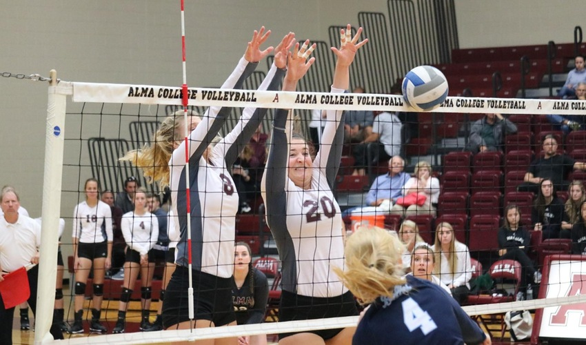 Volleyball Stays Hot, Defeats Trine and Saint Mary's in the MIAA Preview Tournament
