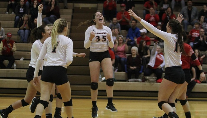 Volleyball sets their eyes on a top spot in the OAC