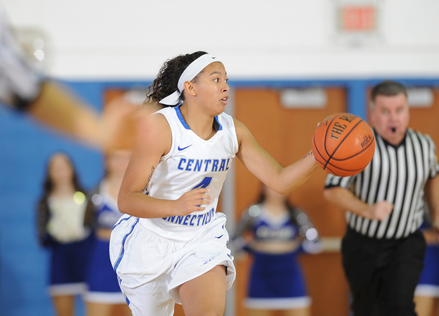 Patterson Hits Buzzer-Beater, Women's Basketball Falls in Overtime to Seton Hall, 78-70