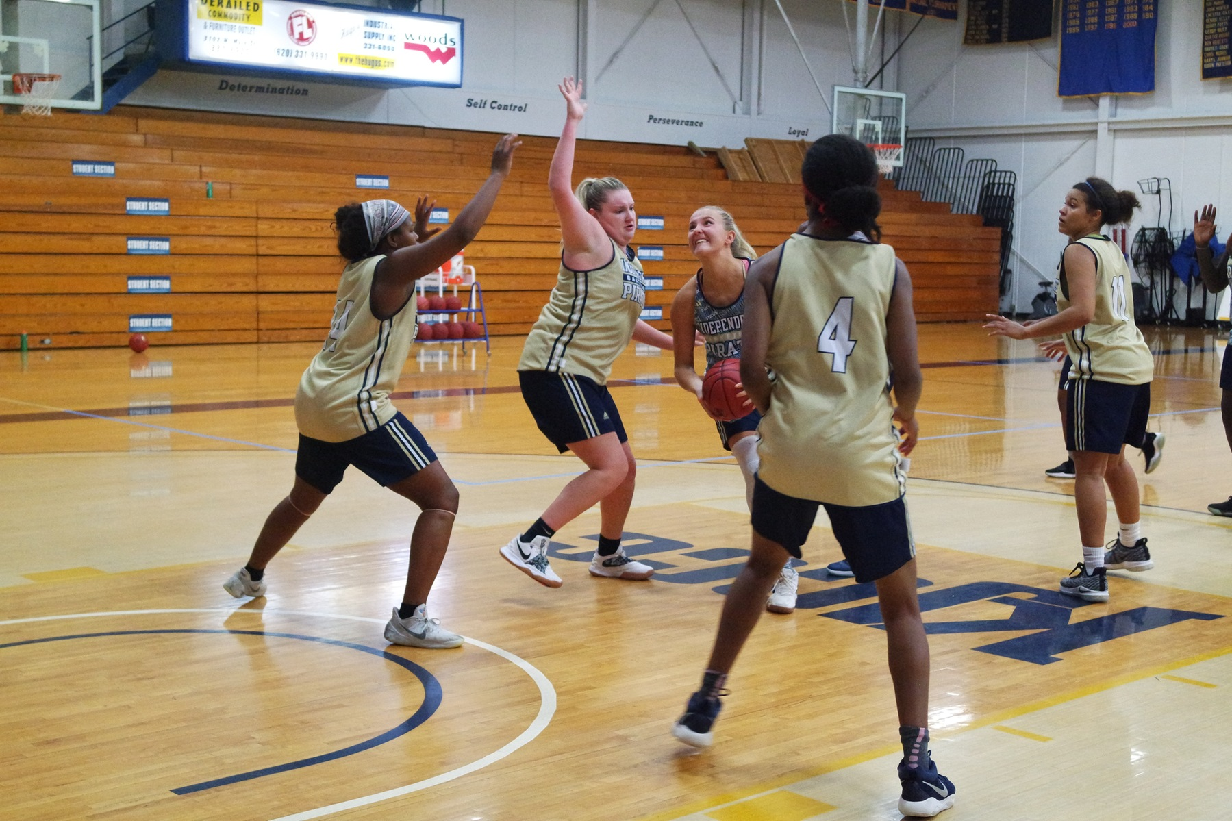 Lady Pirates Hit the Floor in First Scrimmage