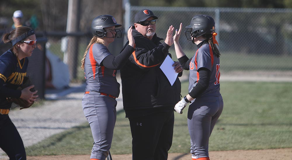 Softball splits doubleheader at Spalding