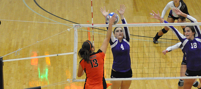 Volleyball Ends California Trip with Matches Against Whittier & LaVerne