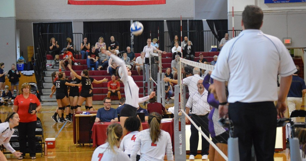 Volleyball Extends Win Streak to 11 with a Pair of Wins to Open UAA Play