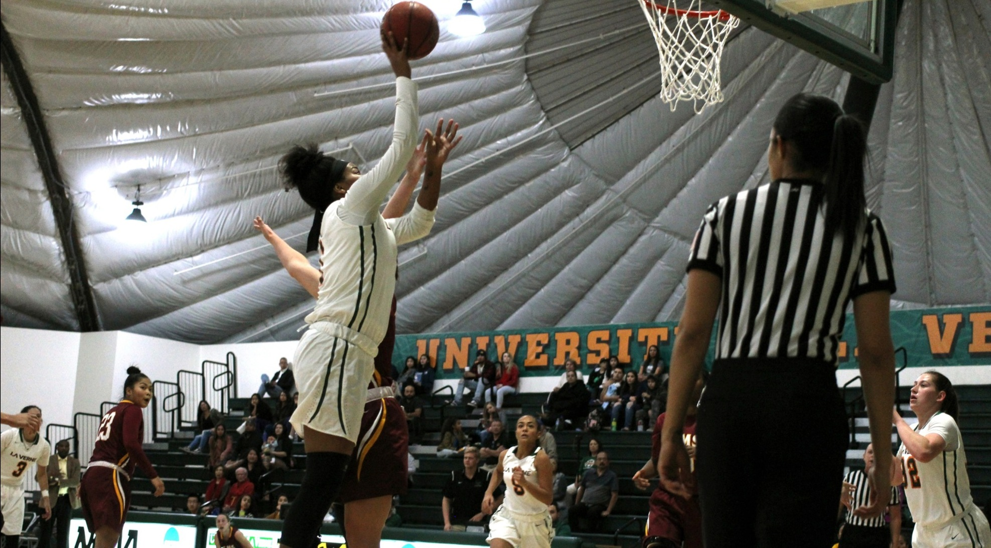 Women's Basketball falls to Redlands on the road