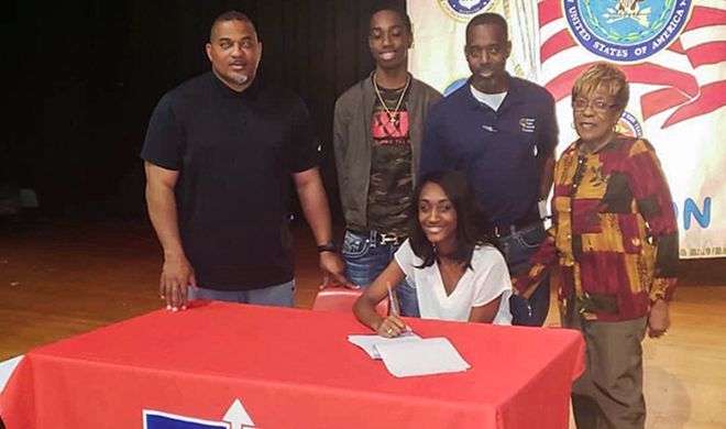 Forest Hill's Geonna Marshall signs with Southwest Lady Bears basketball