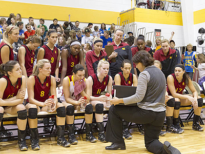 Ferris State Volleyball Sweeps Past Findlay