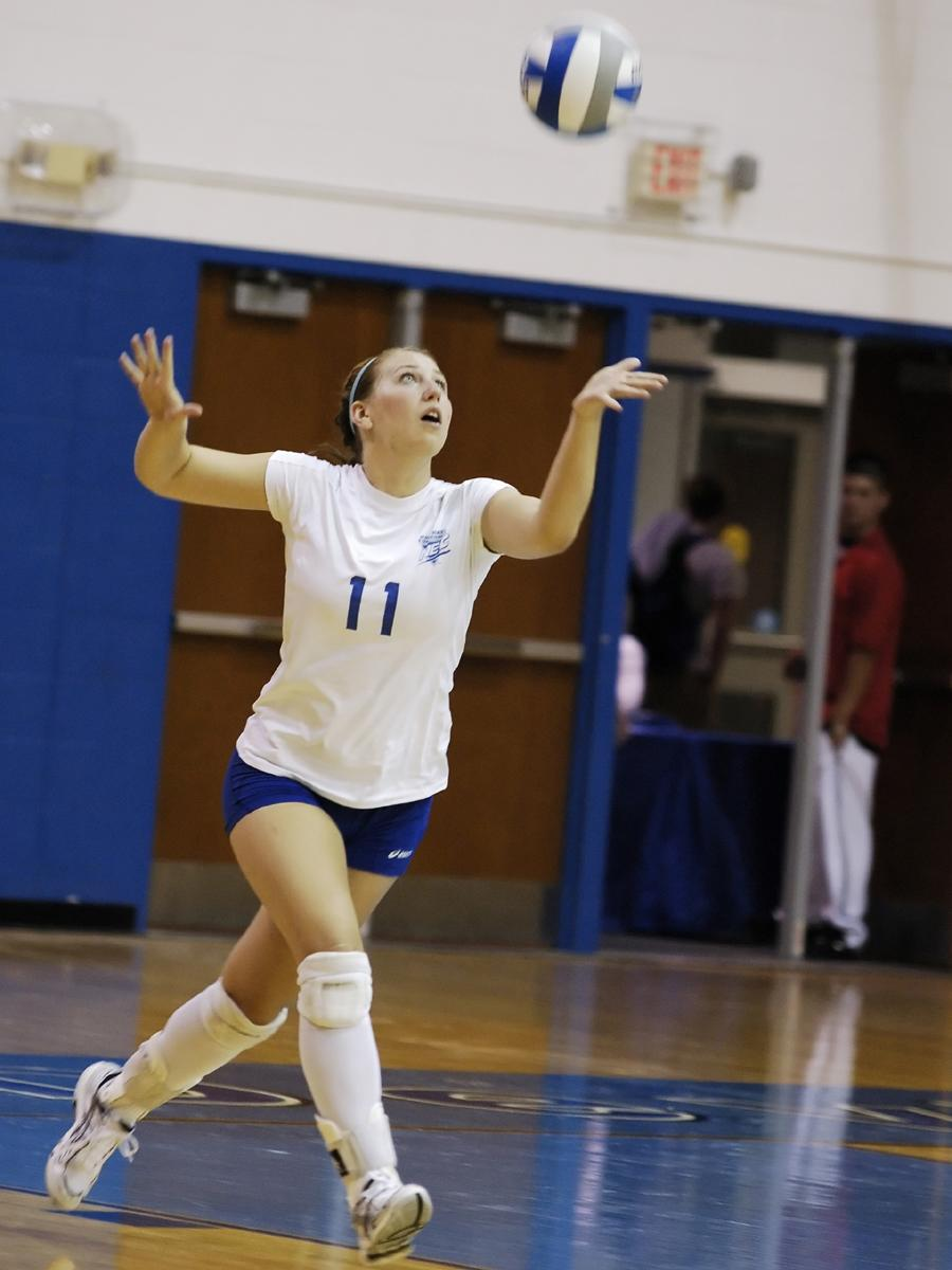 Volleyball Falls to Defending Big East Champ St. John's, 3-0