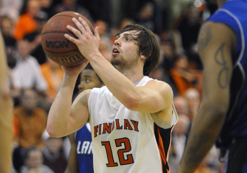 Oilers Advance in Tourney With 72-66 Win Over Lakers