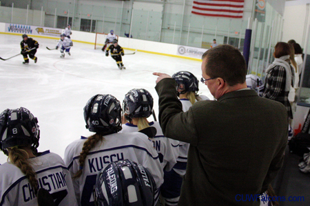 Women's Hockey hosts UW-Eau Claire Friday
