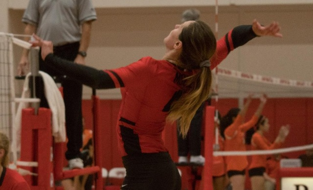 Women's Volleyball Drops Four-Setter at BenU