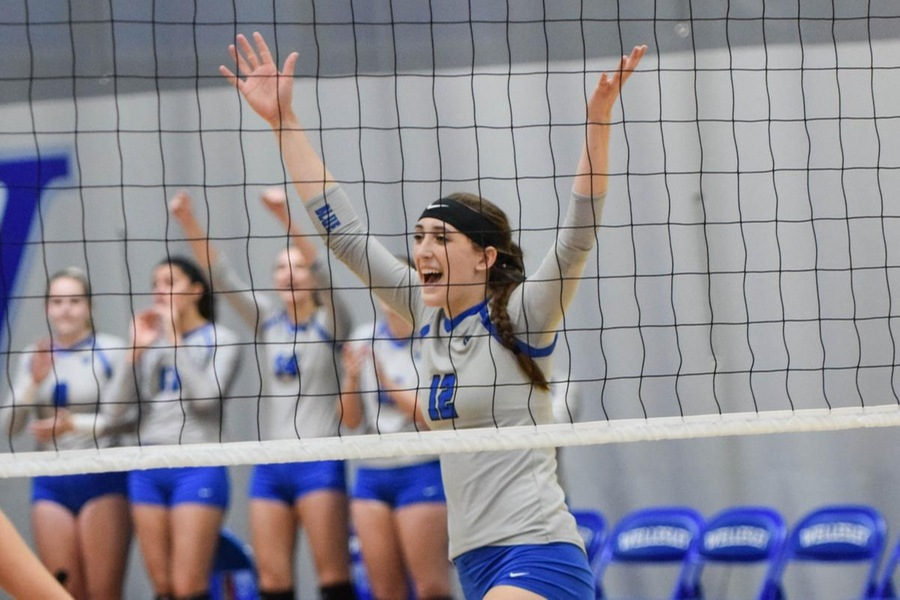 First year Lauren Gedney had a match-high 15 kills for the Blue (Julia Monaco).