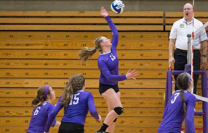 Women's volleyball opens season with setback to Stonehill at Skyhawks Invitational