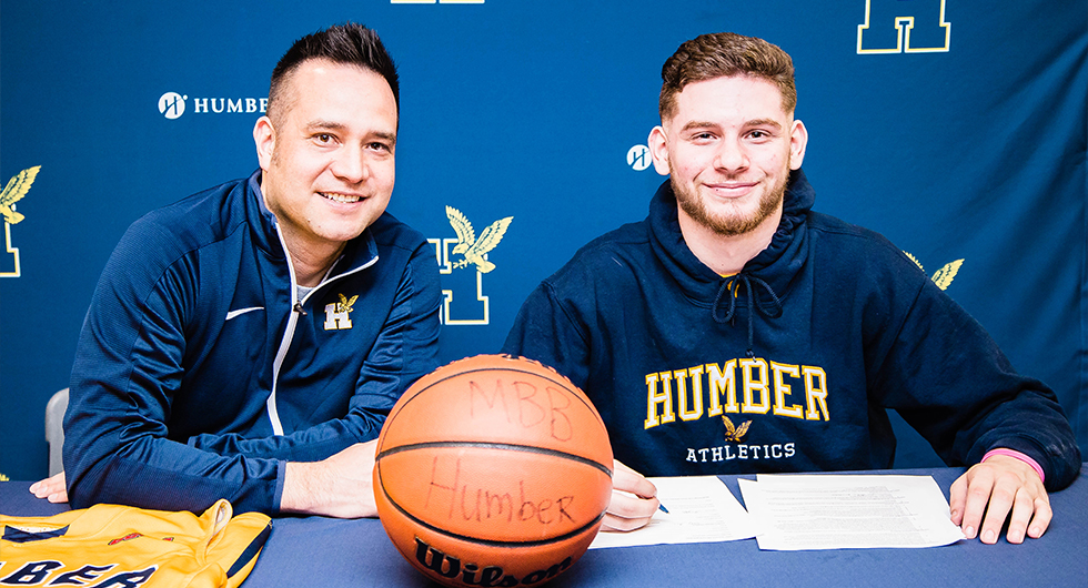 SALTFLEET STANDOUT SIGNS WITH MEN'S BASKETBALL