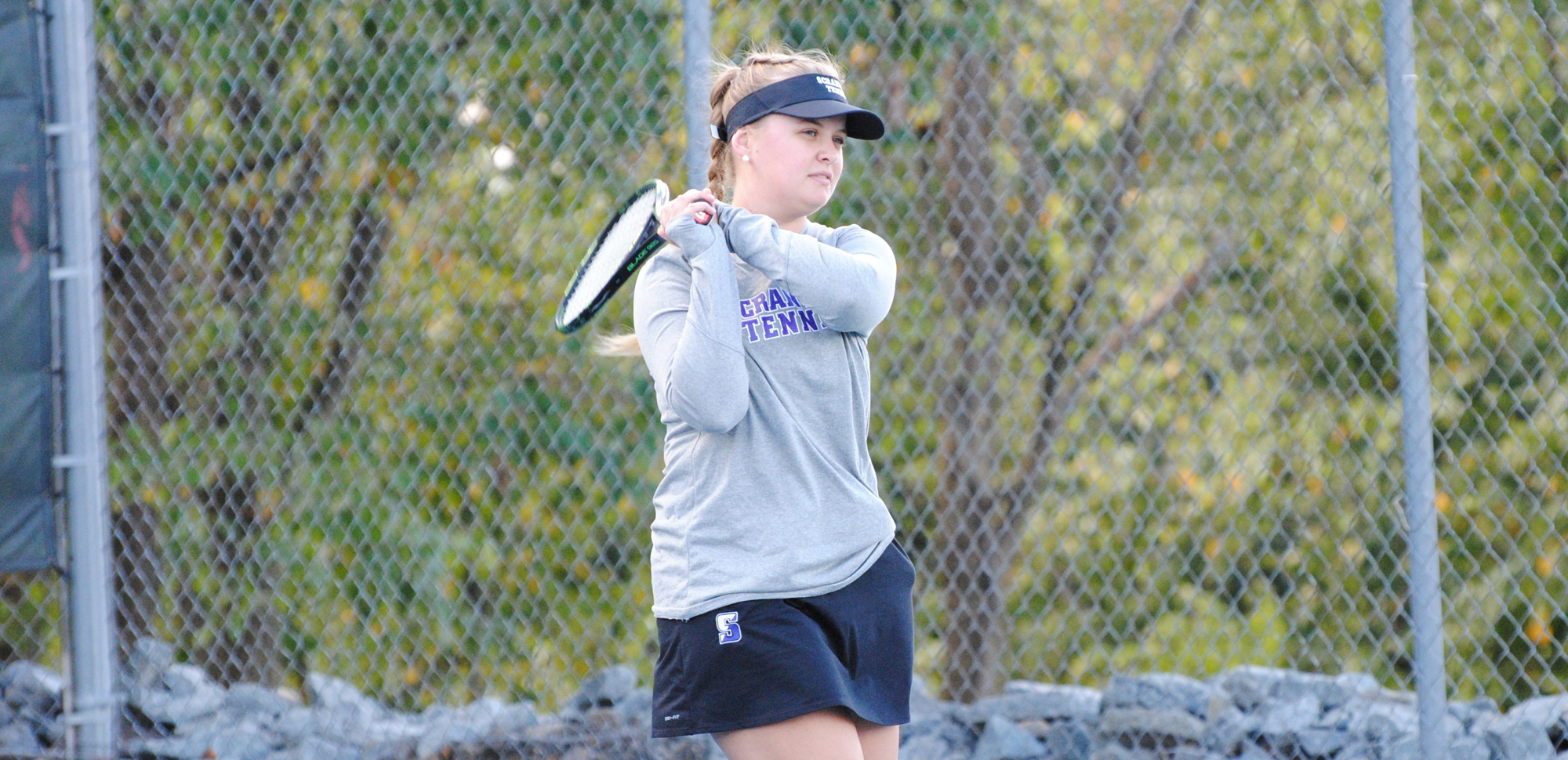 Senior Emilia Jakubek's win at number two singles clinched an eventual 5-4 win for the women's tennis team at Catholic on Saturday.