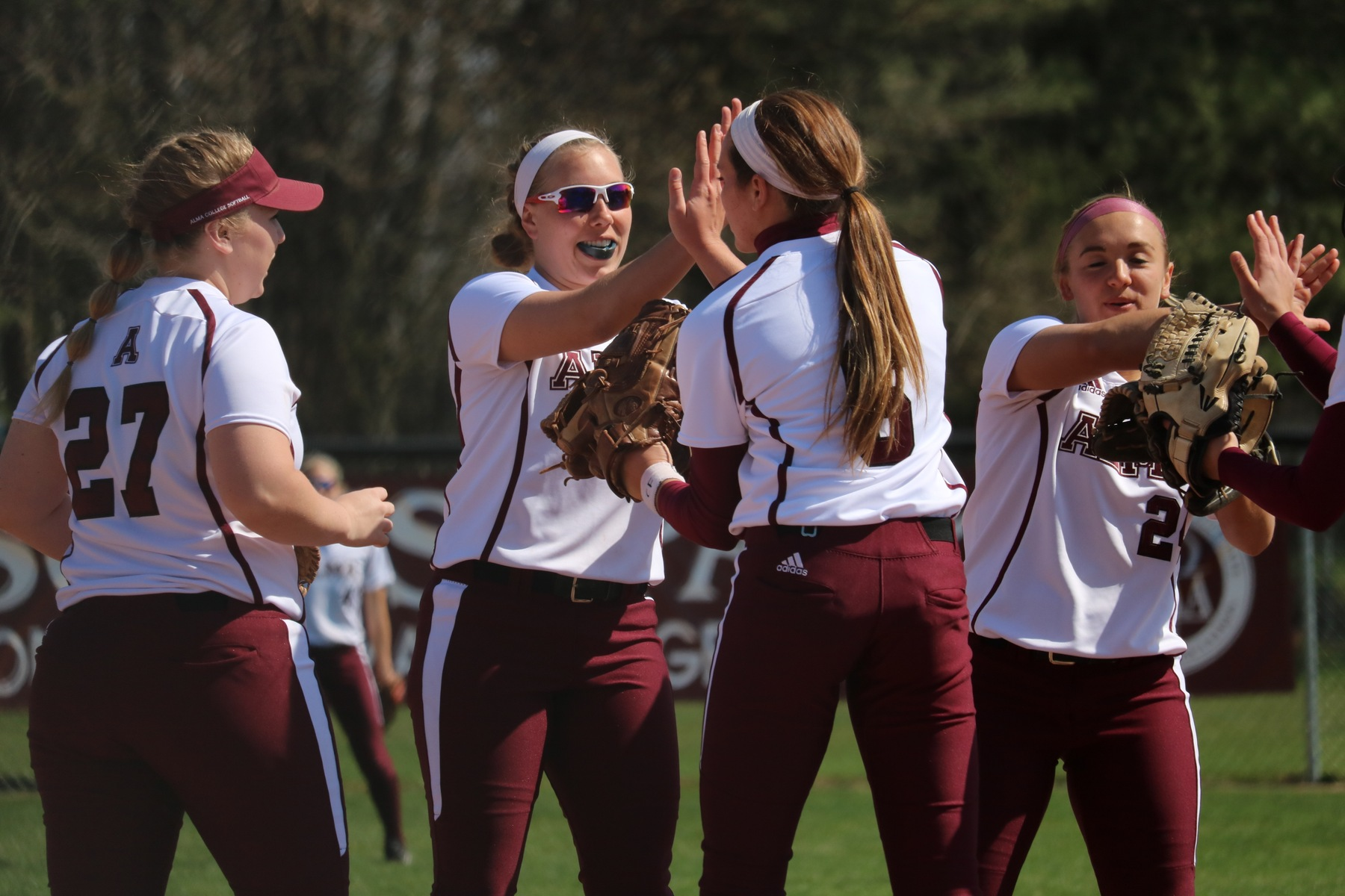 Softball Moves on to Second Round of MIAA Tournament