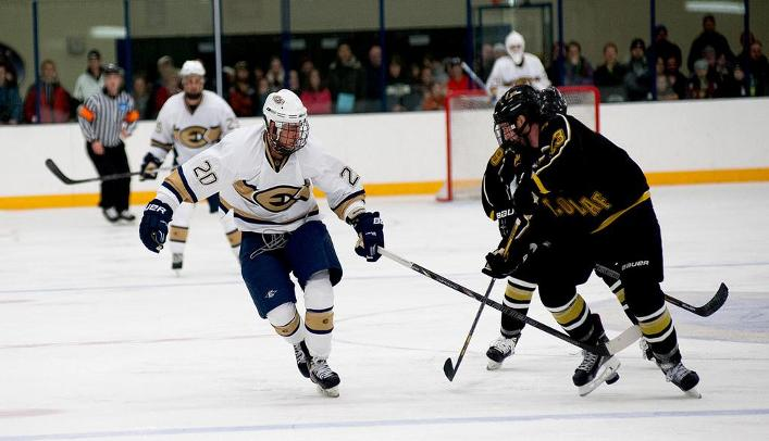 Men's Hockey Falls on the Road to No. 2-Ranked St. Norbert