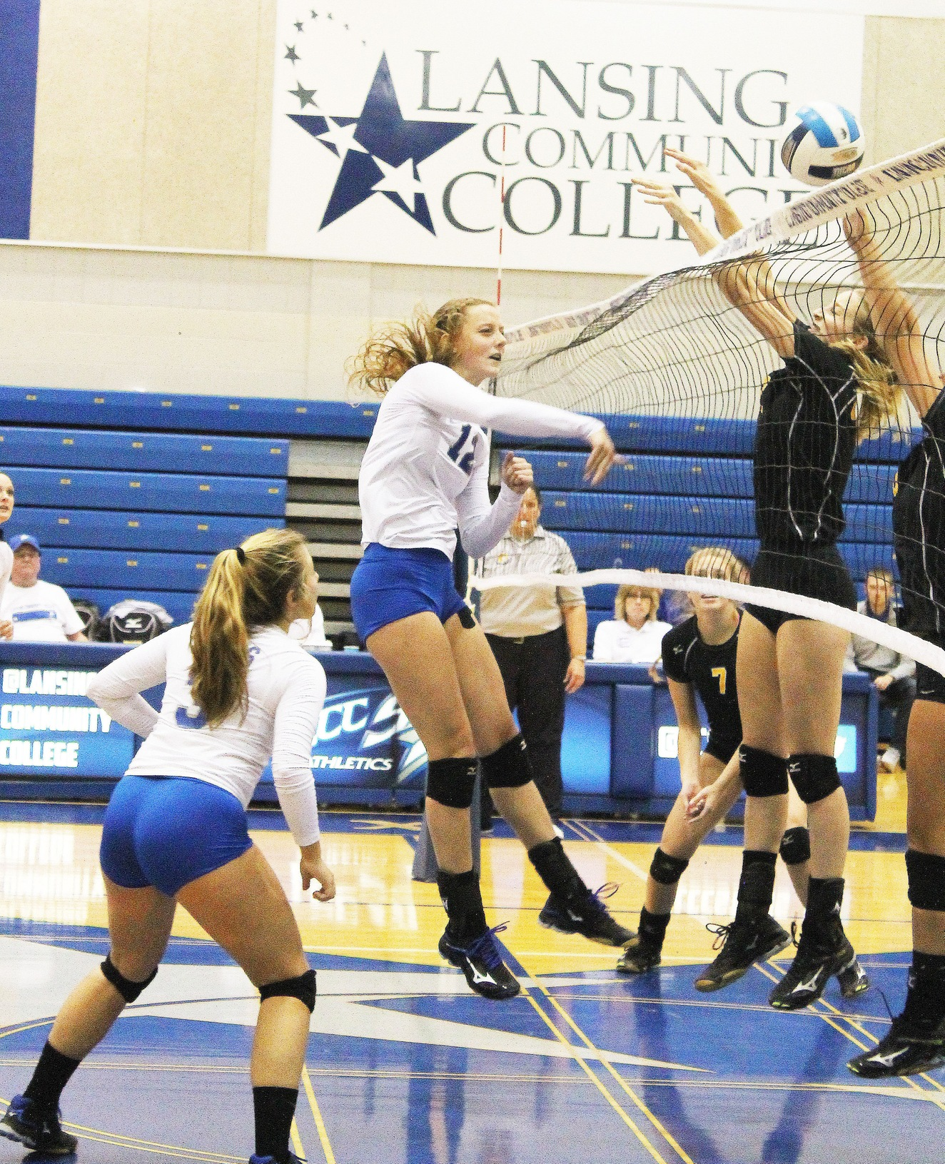Spikers show resilience against Kalamazoo Valley CC