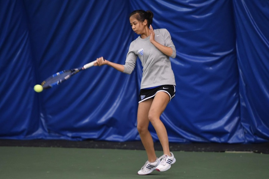 Sophomore Selina Peng and No. 25 Wellesley are now 3-4 overall after falling to a pair of Top-25 teams this weekend (Gil Talbot).
