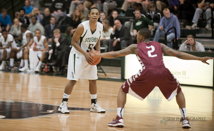 Christian Roberts Scores Career-High 22 in Mustangs' 95-78 Win at Marywood