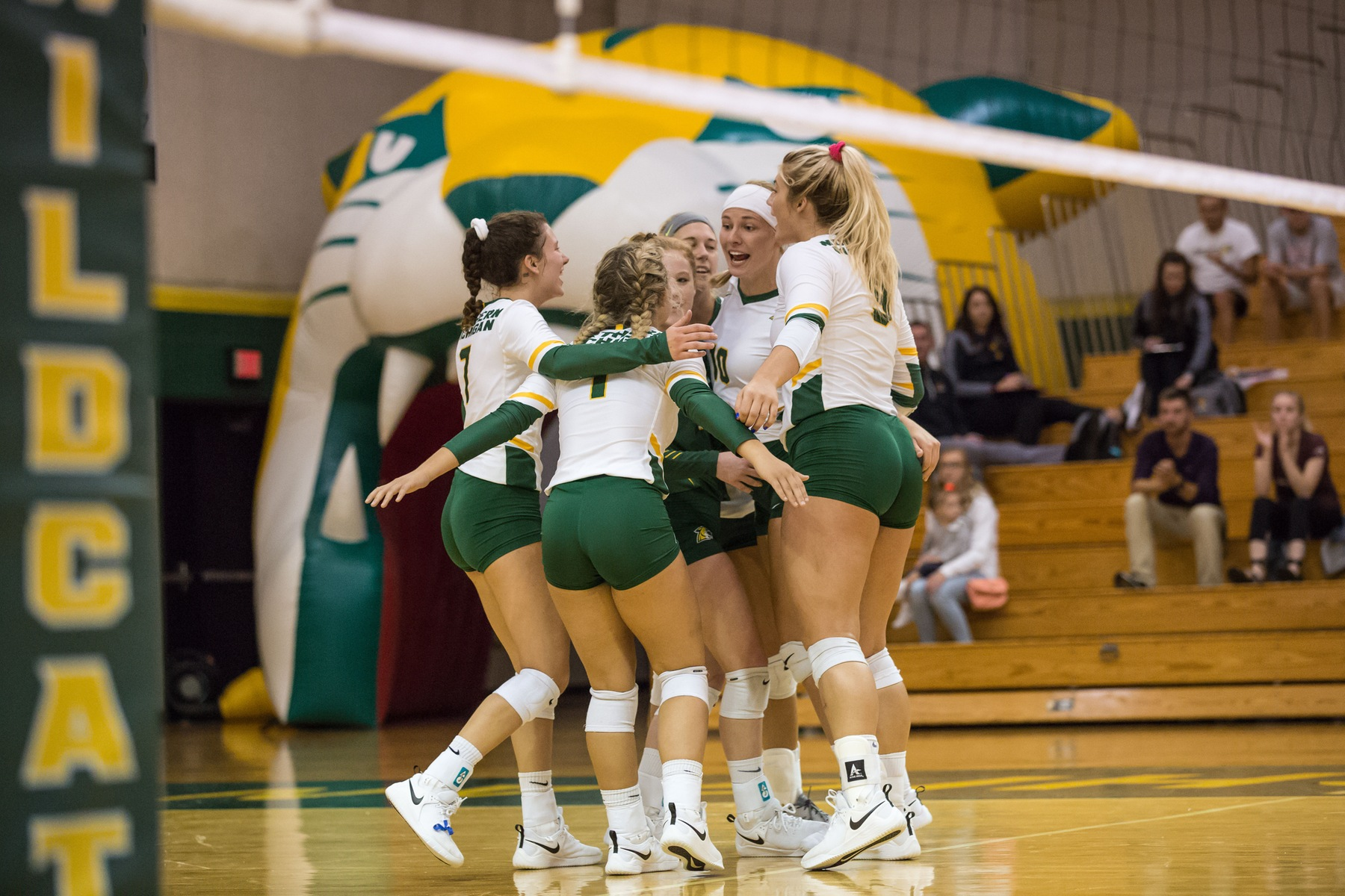Volleyball Starts Busy Week With Michigan Tech Tuesday