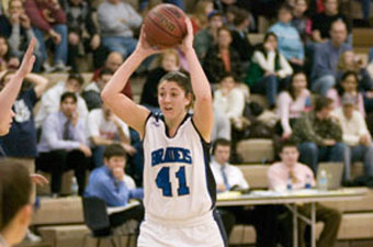 Orlando named tournament MVP as women's hoops downs No. 15 Bowdoin, 71-44