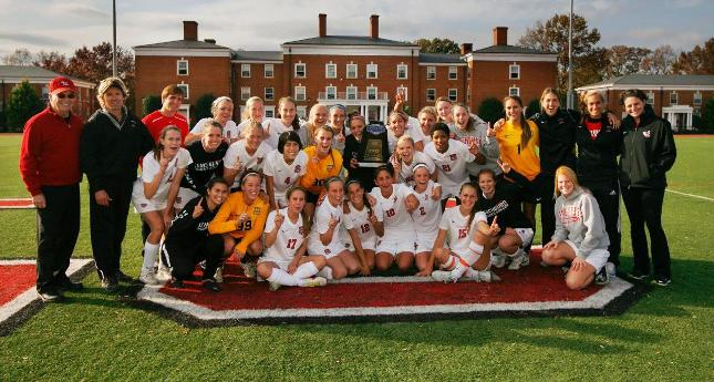 Women's Soccer Receives Team Academic Award for 2012-13