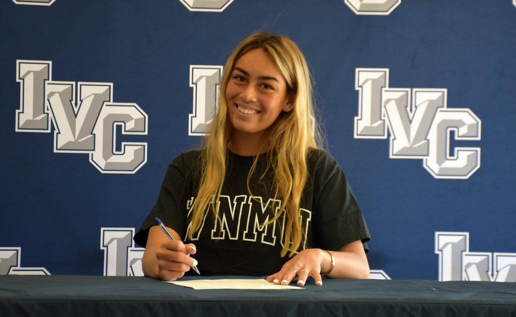 Volleyball player Gabi Lau signs with Western New Mexico