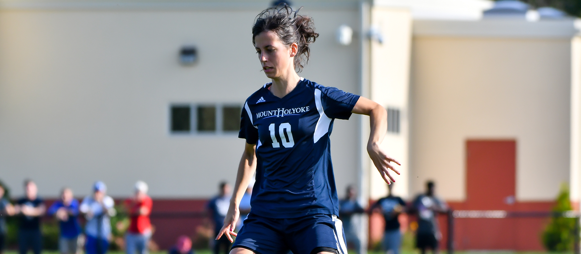 Action image of Lyons soccer player Sara Sanau Ruiz