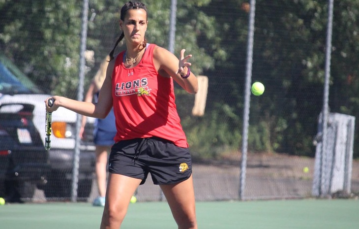 Red-Hot Women's Tennis Knocks Off Emerson, 7-2