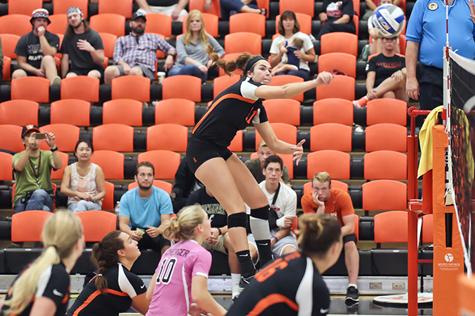 Oilers Hit the Road for 3 GLIAC Matches