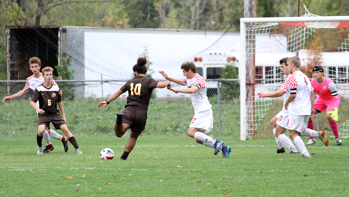 Men's soccer team defeated by Baldwin Wallace, 4-0