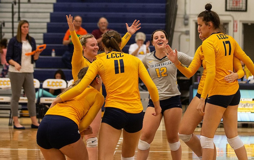 Volleyball Wraps Up Regular Season with Five-Set Win at Northwest