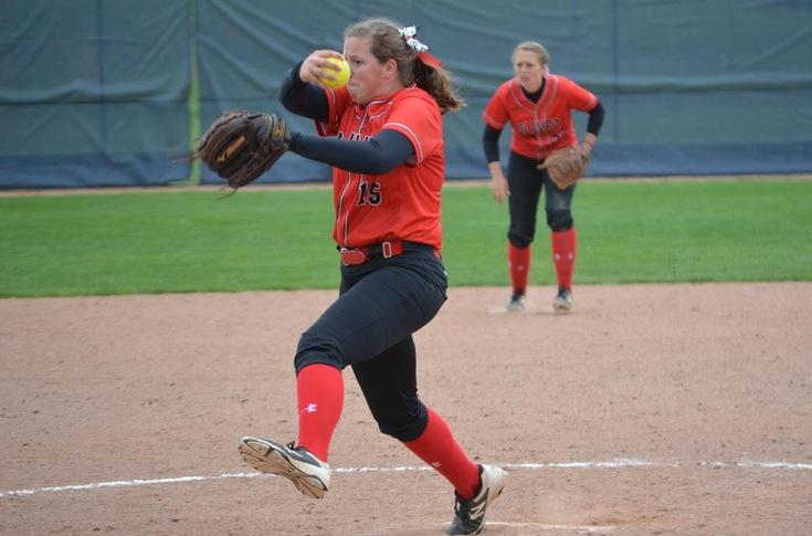 Softball team splits season-finale doubleheader at Calvin