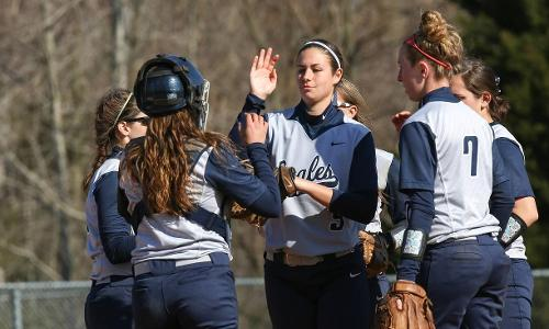 Otterman and Watts Dominate in the Circle; UMW Sweeps Southern Virginia