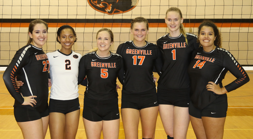 Women's volleyball sends off seniors with Homecoming win