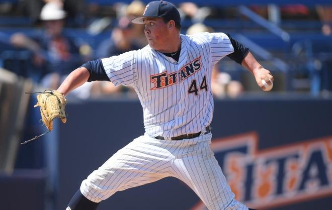Titans Drop Pitcher's Duel in Extras at Long Beach State