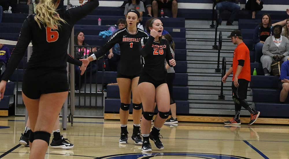 Women's volleyball splits matches on Saturday