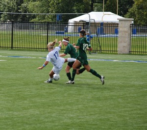 Aurora defeats CUW women  4-0
