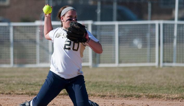 Softball Drops Game One but Bounces Back to Win Game Two at River Falls