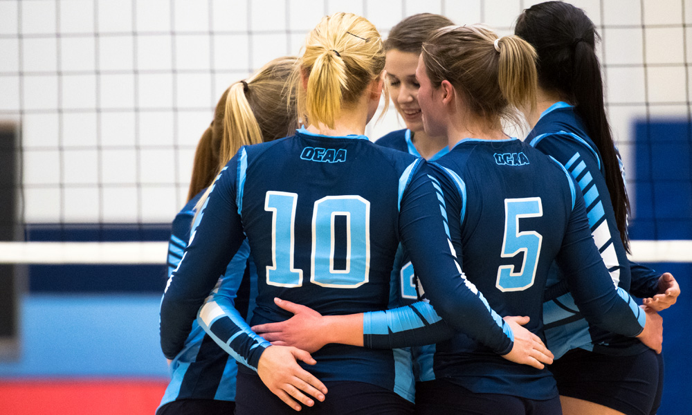 Women's volleyball team split back-to-back at home