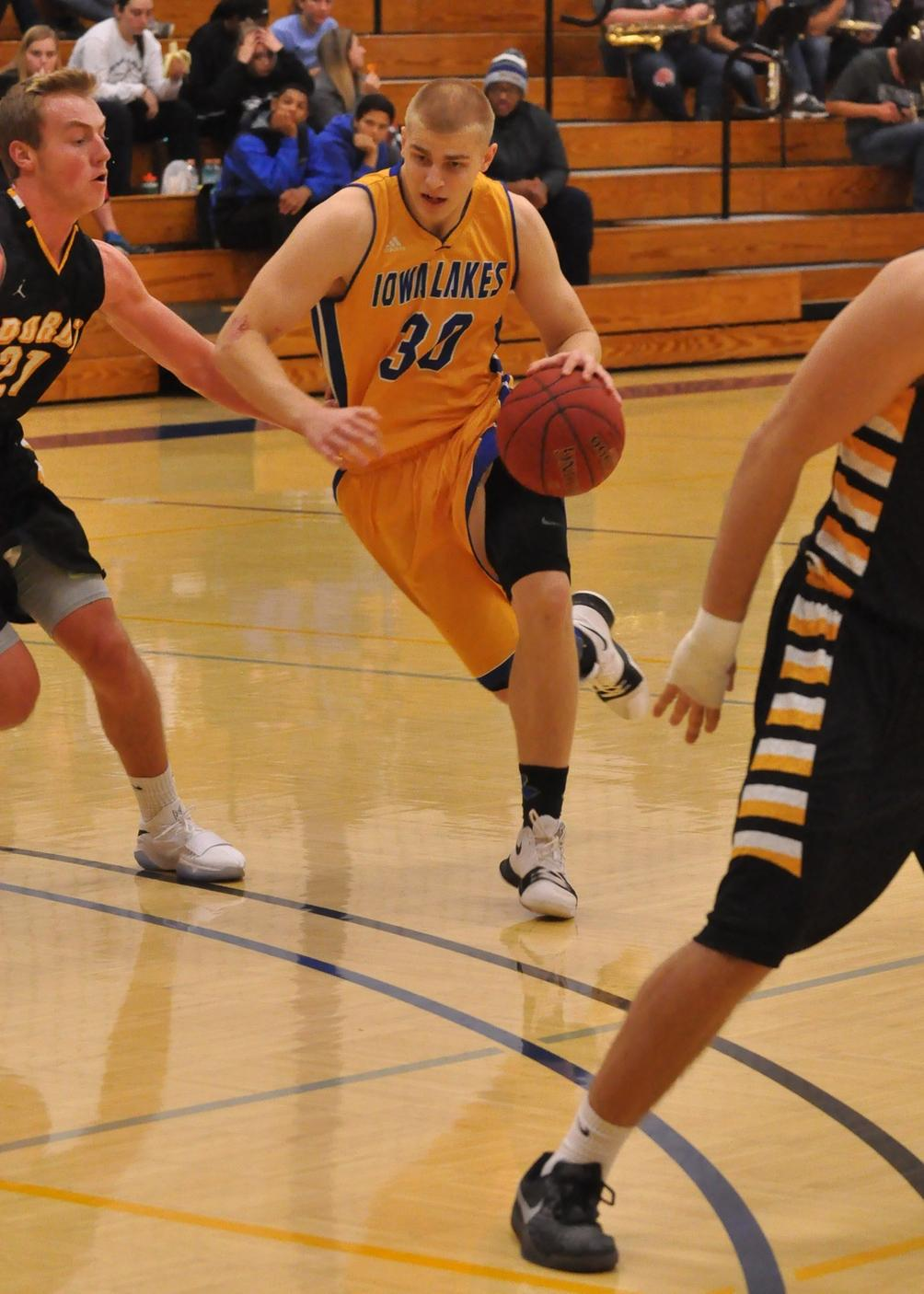 Lakers survive vs. NIACC