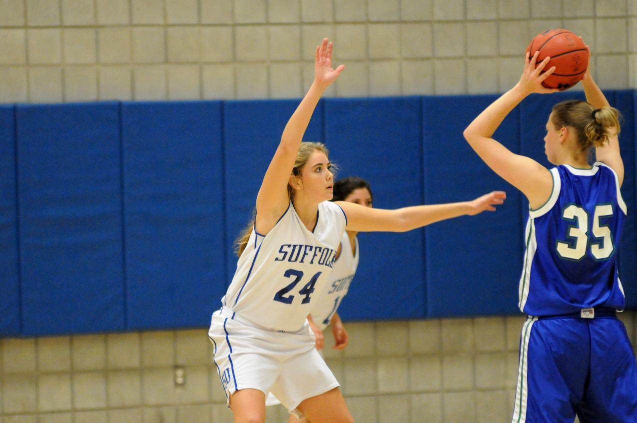 Ruys, Vienneau Lead Women's Basketball to Road Victory