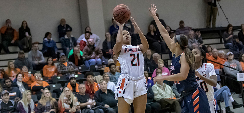 Callie Patterson scored 16 points for the Pioneers against Carson-Newman on Pack the Arena Night (photo by Chuck Williams)