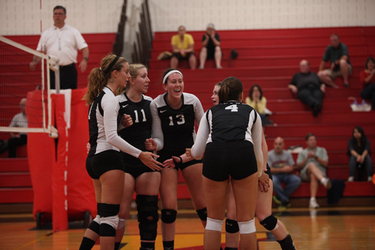 Volleyball falls to Haverford, 3-0