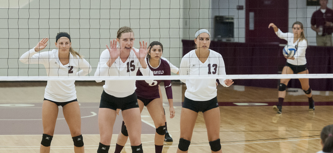 Women's Volleyball Sweeps Whitman, Falls In Four Sets To Host Colorado College
