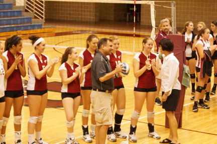 Garza Earns 500th Career Victory as 'Roo Volleyball Tops Centenary