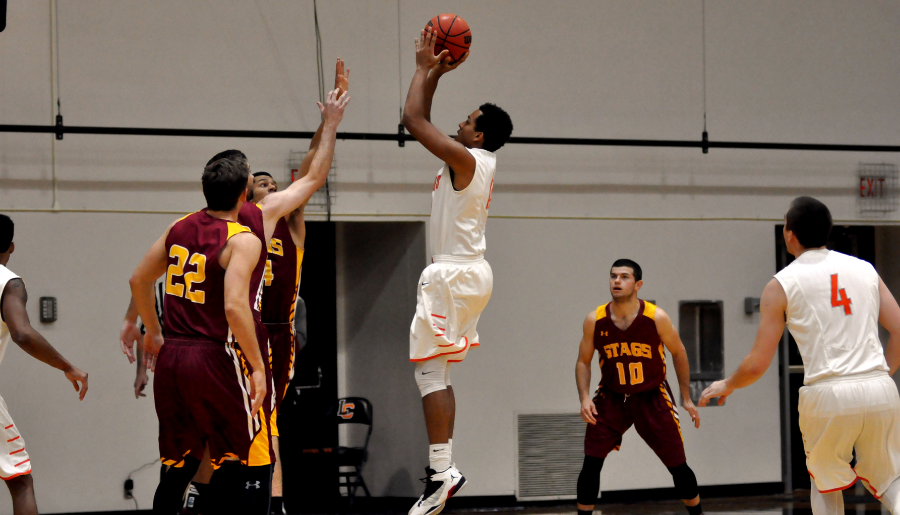 Lewis & Clark falls to Stags in home opener
