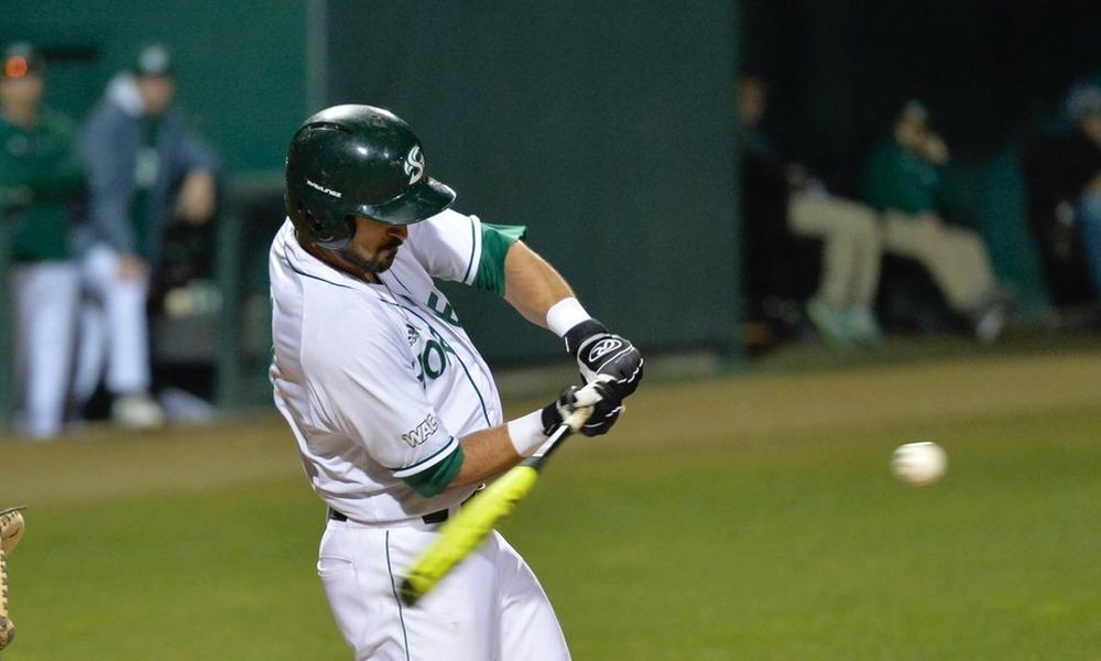 BASEBALL SWEEPS DOUBLEHEADER AGAINST CHICAGO STATE IN CONVINCING FASHION, WINS 6TH STRAIGHT