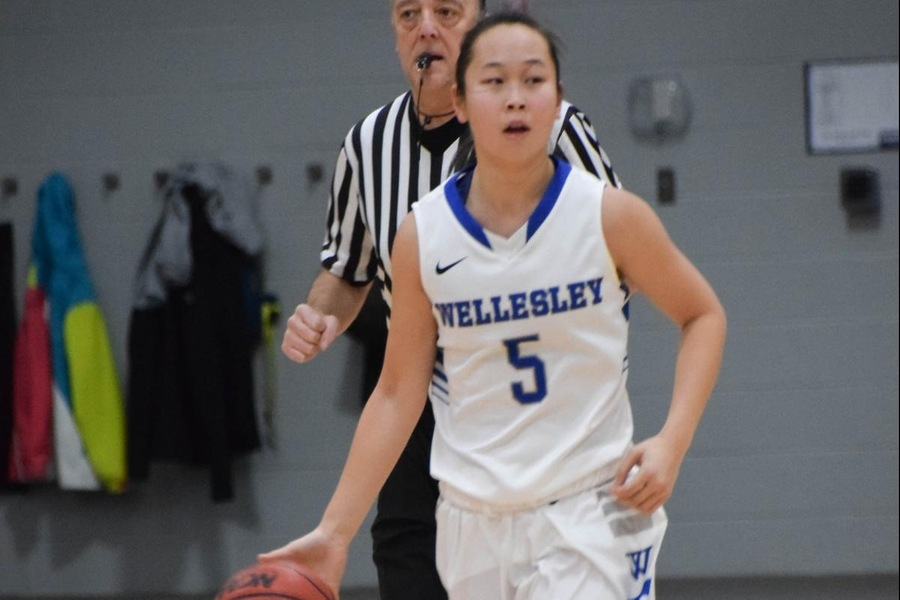 Senior Kayla Jang was one of two Wellesley players to score 11 points in a 64-47 setback to Worcester State (Julia Monaco).